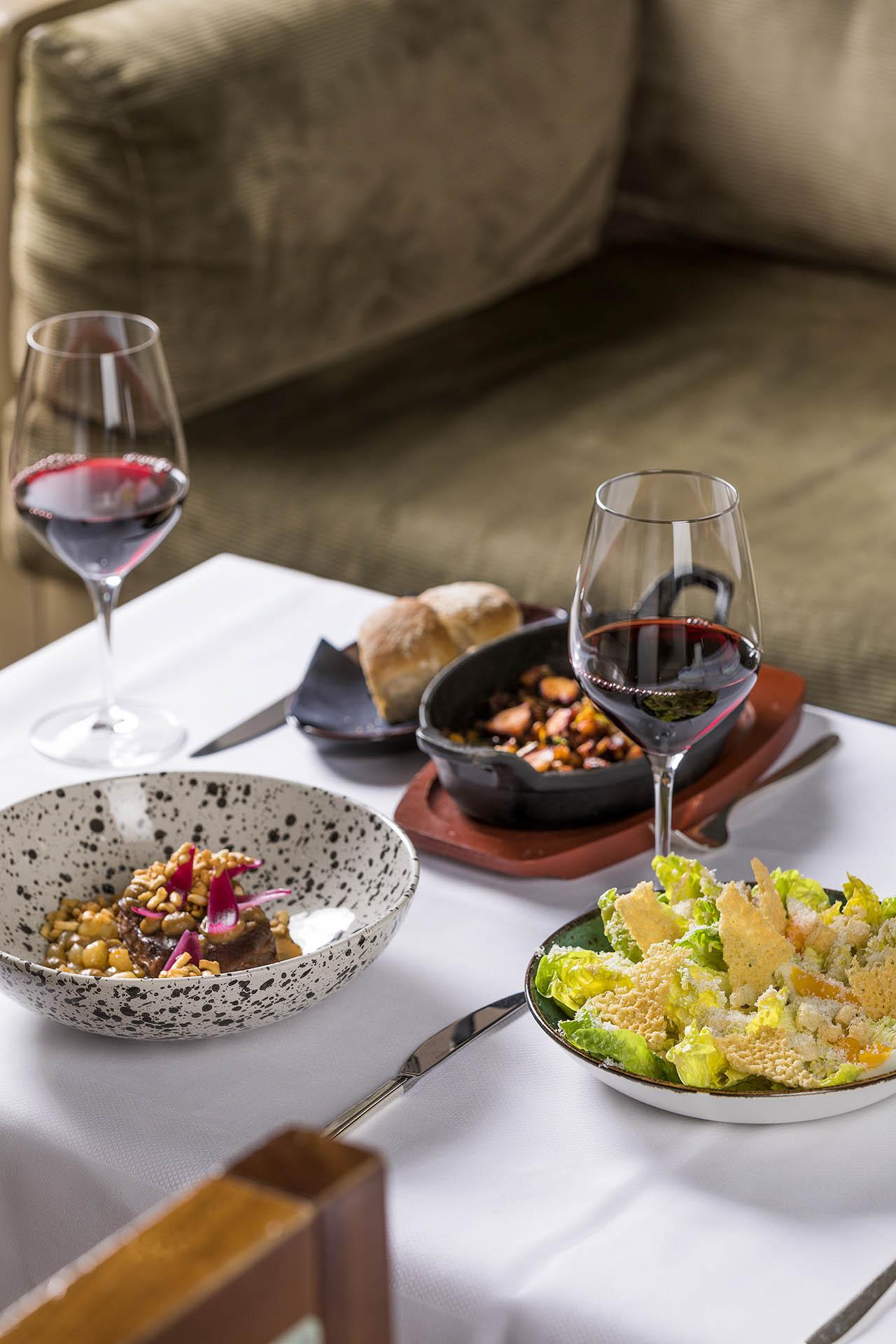 Hotel Okura Amsterdam - Okura at Home - Serre's dishes - Table setting