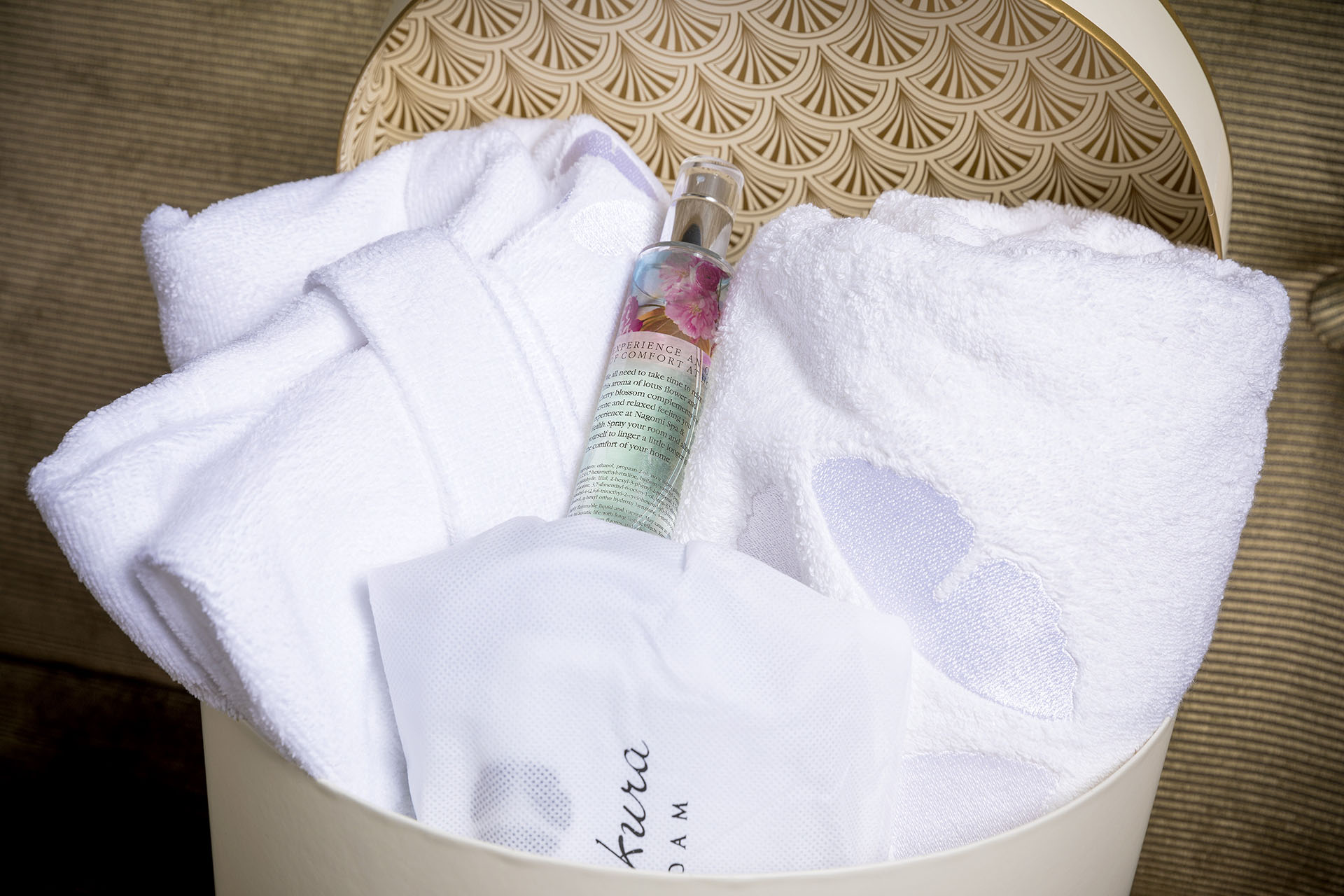 Hotel Okura Amsterdam - Okura's Boutique - Gift box bathrobe, towel, slippers and room spray