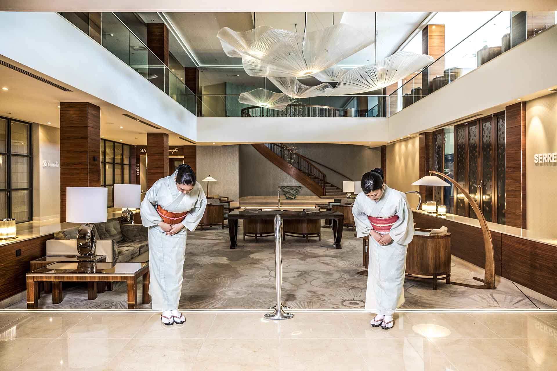 Kimono lady's bowing in lobby
